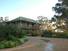 Lindsay House - Accommodation Redcliffe