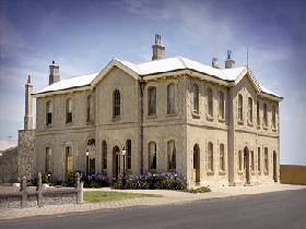 The Customs House - Accommodation Redcliffe