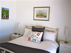 ArtWine Cottages - Accommodation Redcliffe