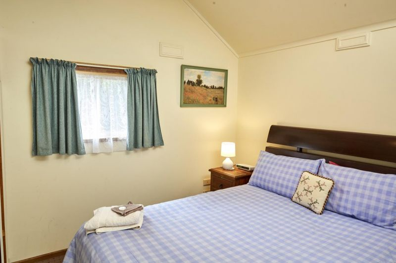 Bristol House Accommodation - Accommodation Redcliffe