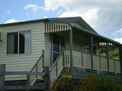 Halls Country Cottages - Accommodation Redcliffe