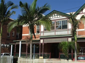 Maclean Hotel - Accommodation Redcliffe