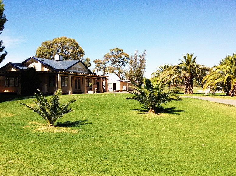 Curlwaa Caravan Park - Accommodation Redcliffe