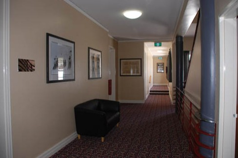 Alpine Hotel - Accommodation Redcliffe