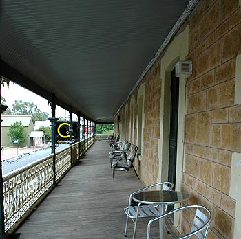 Hotel Mannum - Accommodation Redcliffe