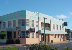 Regent Hotel - Accommodation Redcliffe