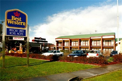 Taylors Lakes Hotel - Accommodation Redcliffe