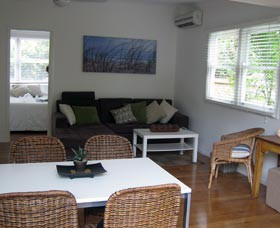 Seaside Cottage - Accommodation Redcliffe