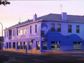 Beach Hotel - Accommodation Redcliffe