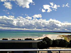 Freycinet Beach Apartments - Accommodation Redcliffe