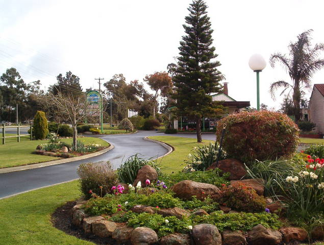 Mount Barker Valley Views Motel and Chalets - Accommodation Redcliffe
