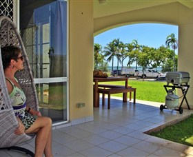 Absolute Beachfront Apartment - Accommodation Redcliffe