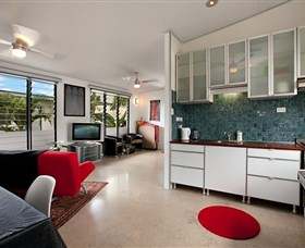 Beachside Tropical Retreat - Accommodation Redcliffe
