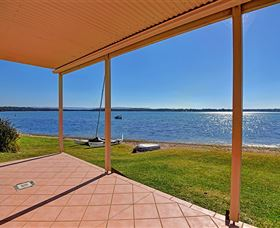 Luxury Waterfront House - Accommodation Redcliffe