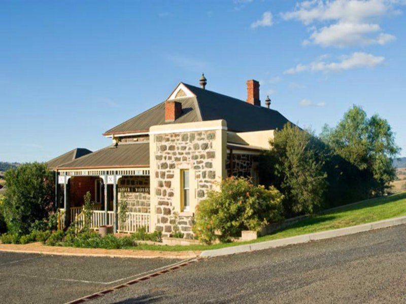 Hermitage Hill Resort - Accommodation Redcliffe