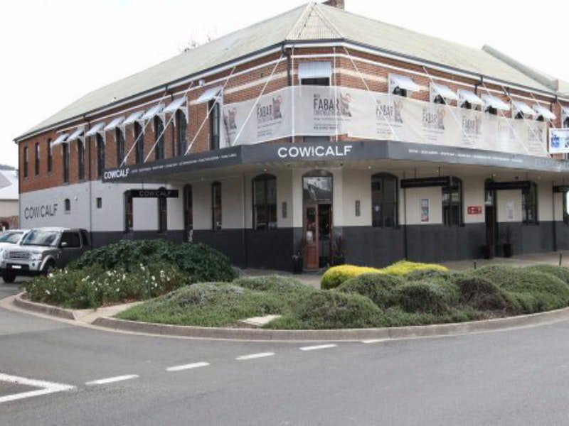 Cow and Calf Hotel - Accommodation Redcliffe