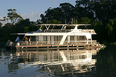 Whitewater Houseboat - Accommodation Redcliffe