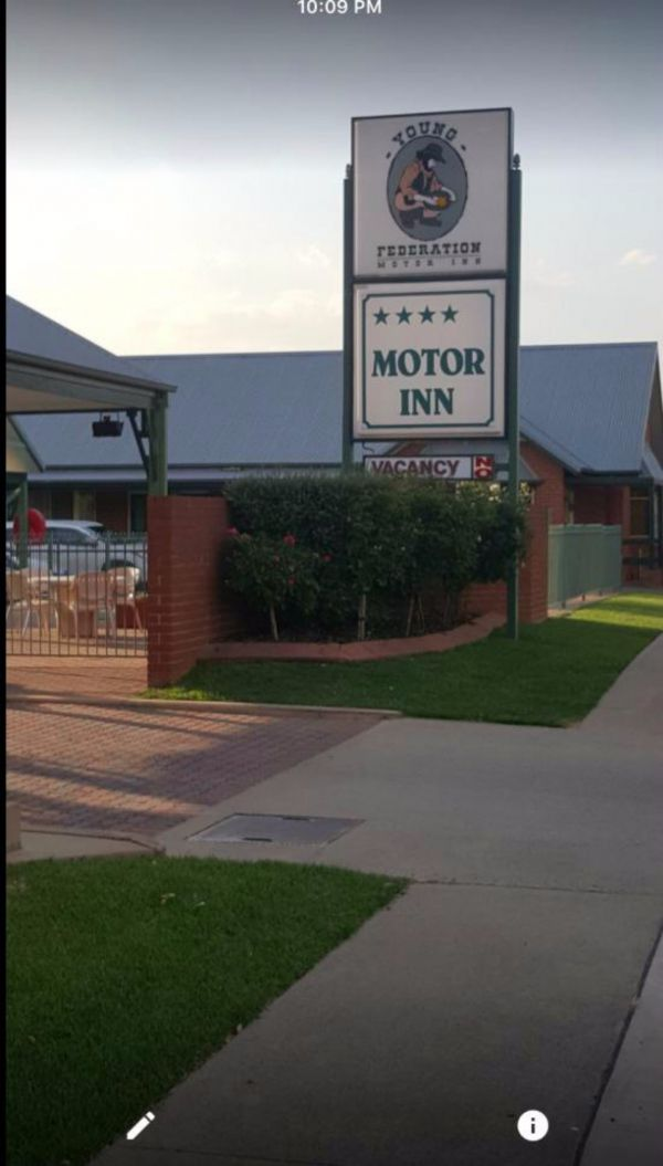 Federation Motor Inn Young - Accommodation Redcliffe