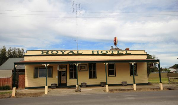 Royal Hotel Snake Valley - Accommodation Redcliffe