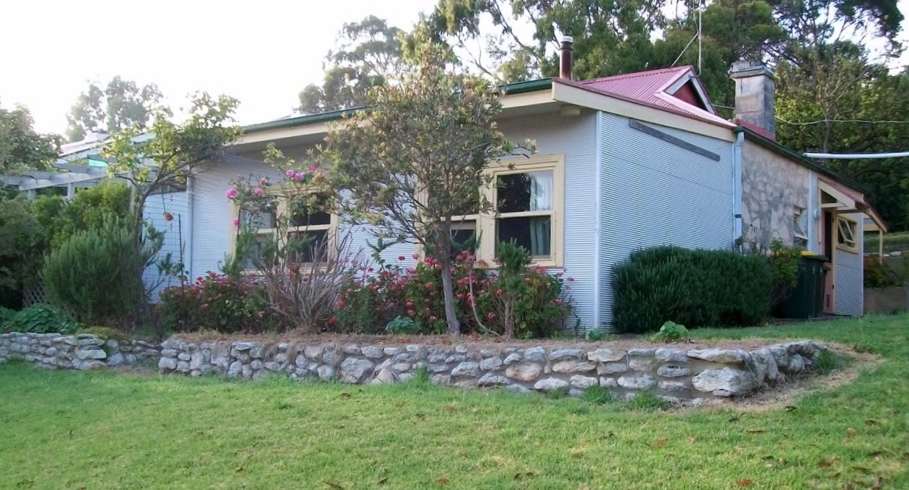 Stone Walls - Accommodation Redcliffe