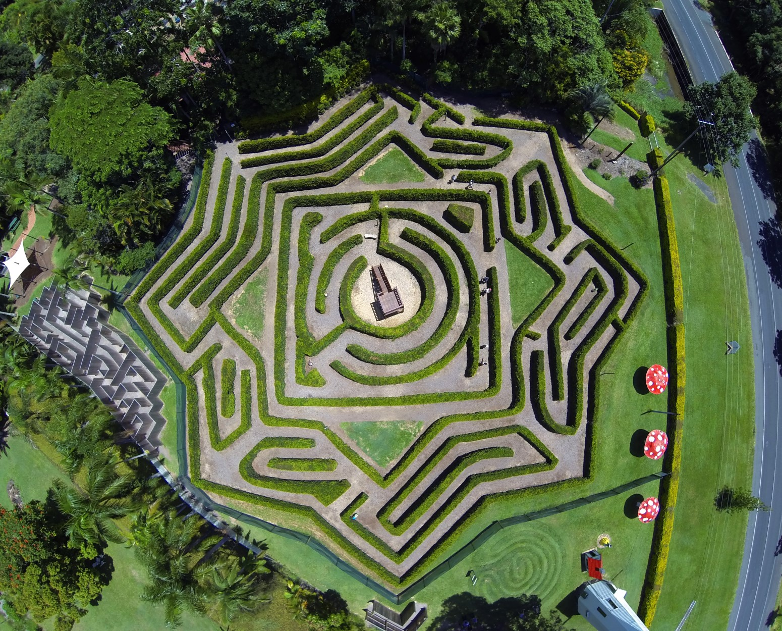 Bellingham Maze - Accommodation Redcliffe