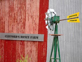 Clifford's Honey Farm - Accommodation Redcliffe