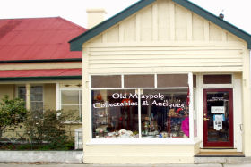 Old Maypole Collectables  Antiques - Accommodation Redcliffe