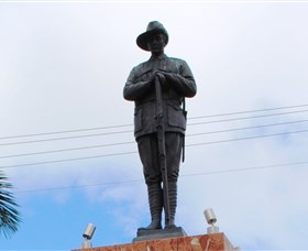 Charters Towers Memorial Cenotaph - Accommodation Redcliffe
