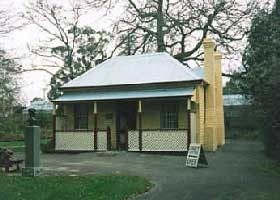 Adam Lindsay Gordon Cottage - Accommodation Redcliffe
