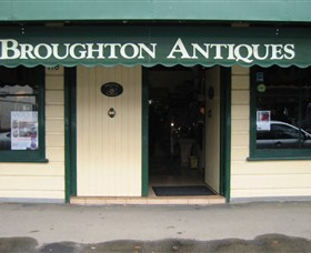 Broughton Antiques - Accommodation Redcliffe
