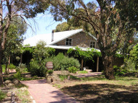 St Anne's Vineyard - Myrniong - Accommodation Redcliffe