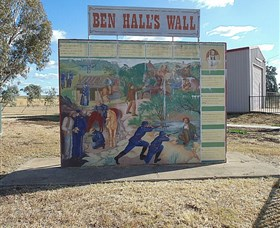 Ben Halls Wall - Accommodation Redcliffe