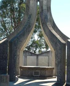 Inverell and District Bicentennial Memorial - Accommodation Redcliffe