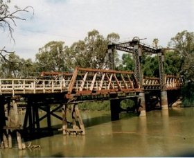 Swan Hill - Murray River Road Bridge - Accommodation Redcliffe