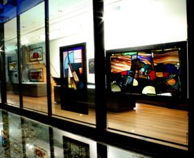 National Art Glass Collection - Accommodation Redcliffe