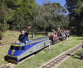 Willans Hill Miniature Railway - Accommodation Redcliffe