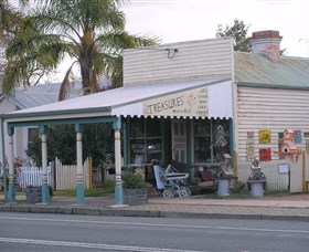 Lady Gails Bookshop and Curios - Accommodation Redcliffe