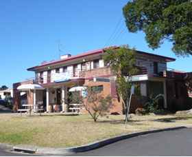 Hotel Oaks - Accommodation Redcliffe