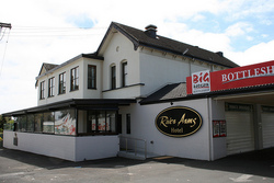 River Arms Hotel - Accommodation Redcliffe