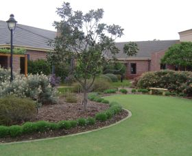 Camden Lakeside Country Club - Accommodation Redcliffe