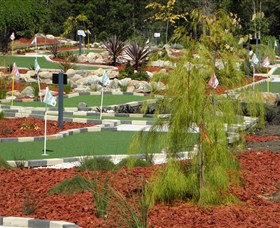 18 Hole Mini Golf - Club Husky - Accommodation Redcliffe