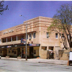 Royal Hotel - Accommodation Redcliffe