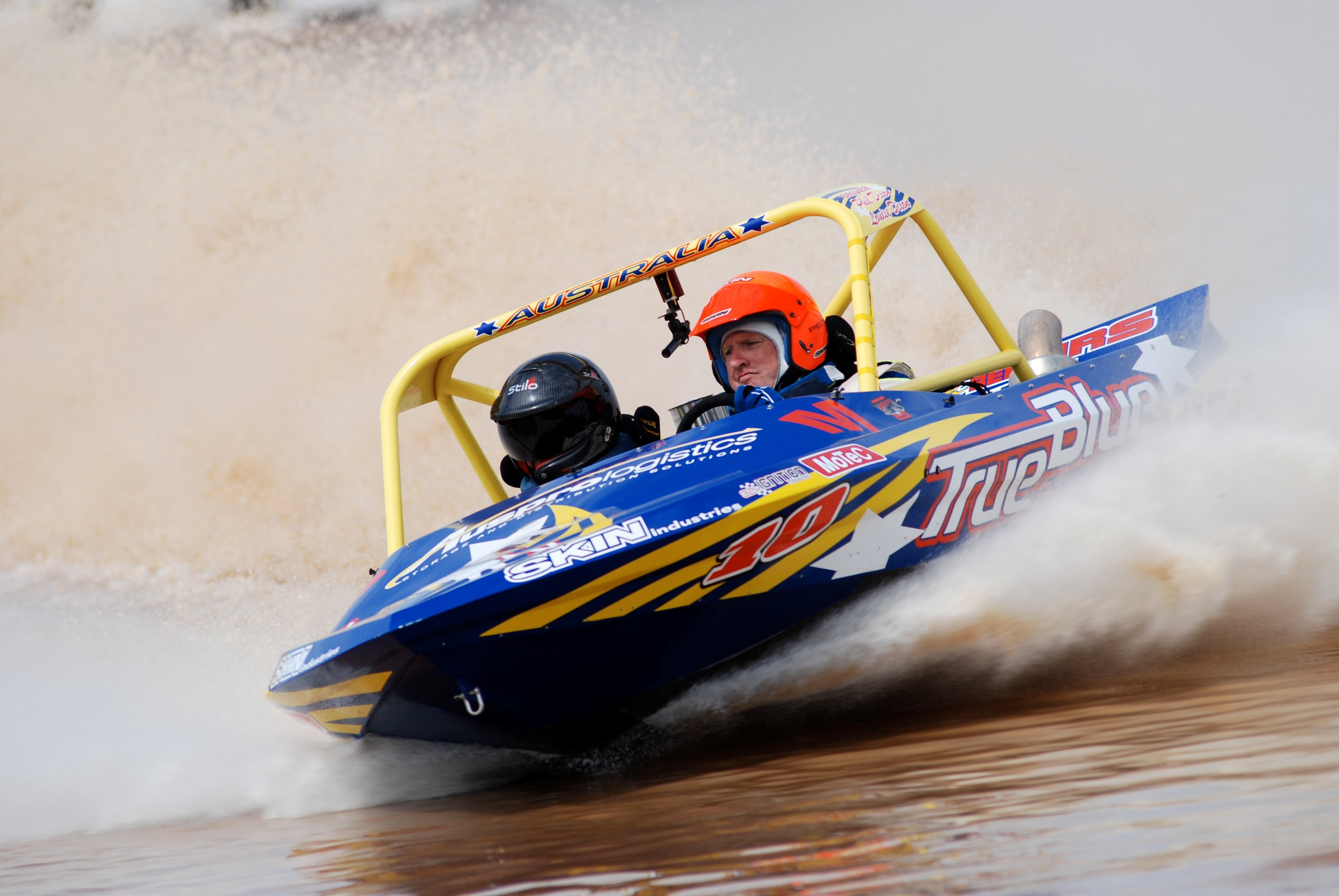 V8 Superboats - Accommodation Redcliffe