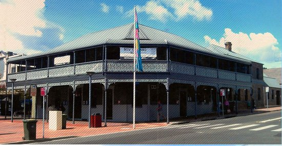The New England Hotel - Accommodation Redcliffe