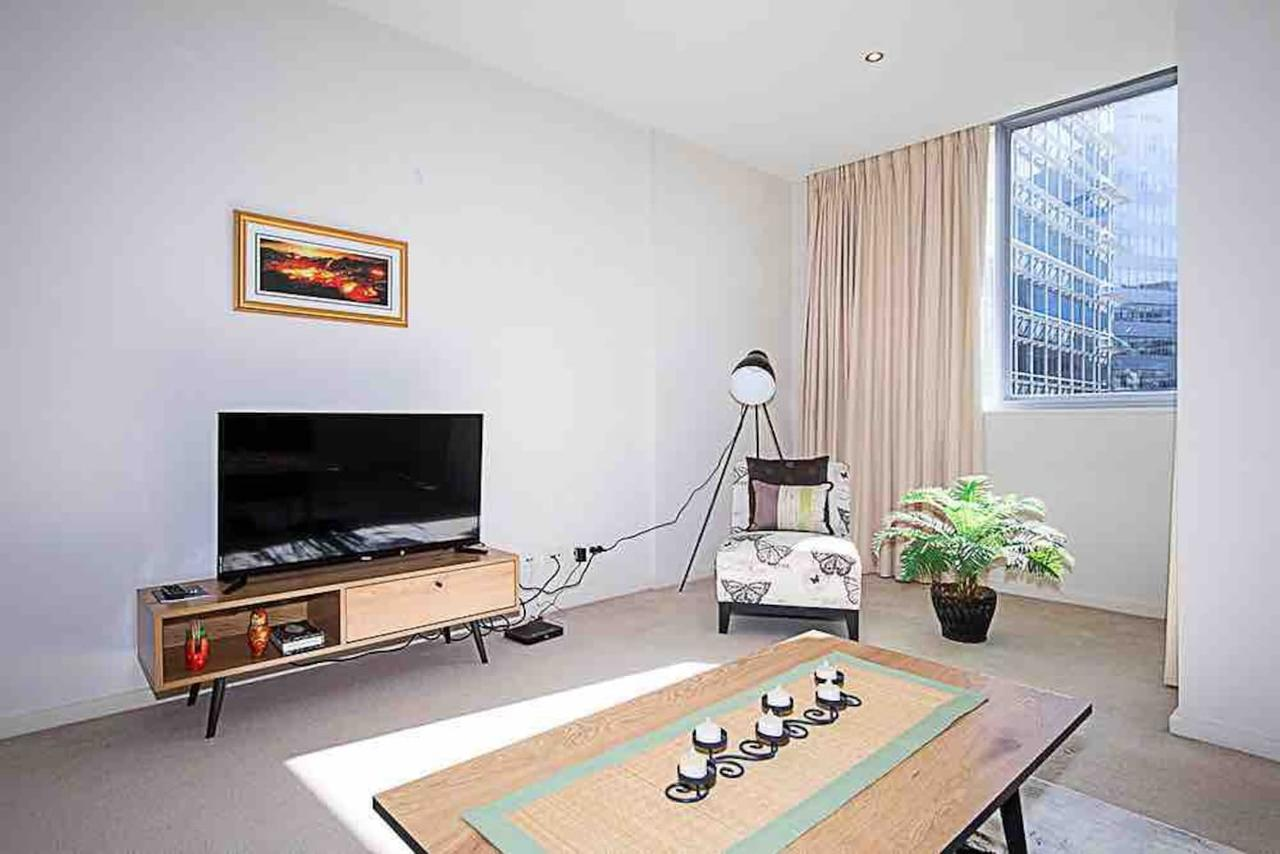 Spacious 1BR Stylish New Acton Apartment Parking - Accommodation Redcliffe