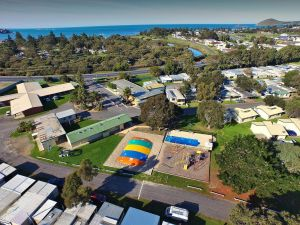 Victor Harbor Holiday  Cabin Park - Accommodation Redcliffe