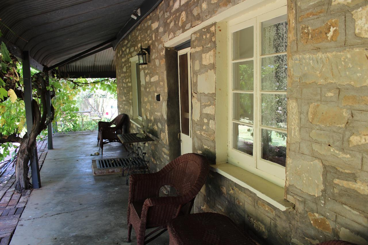 Hillside Cottage - Accommodation Redcliffe