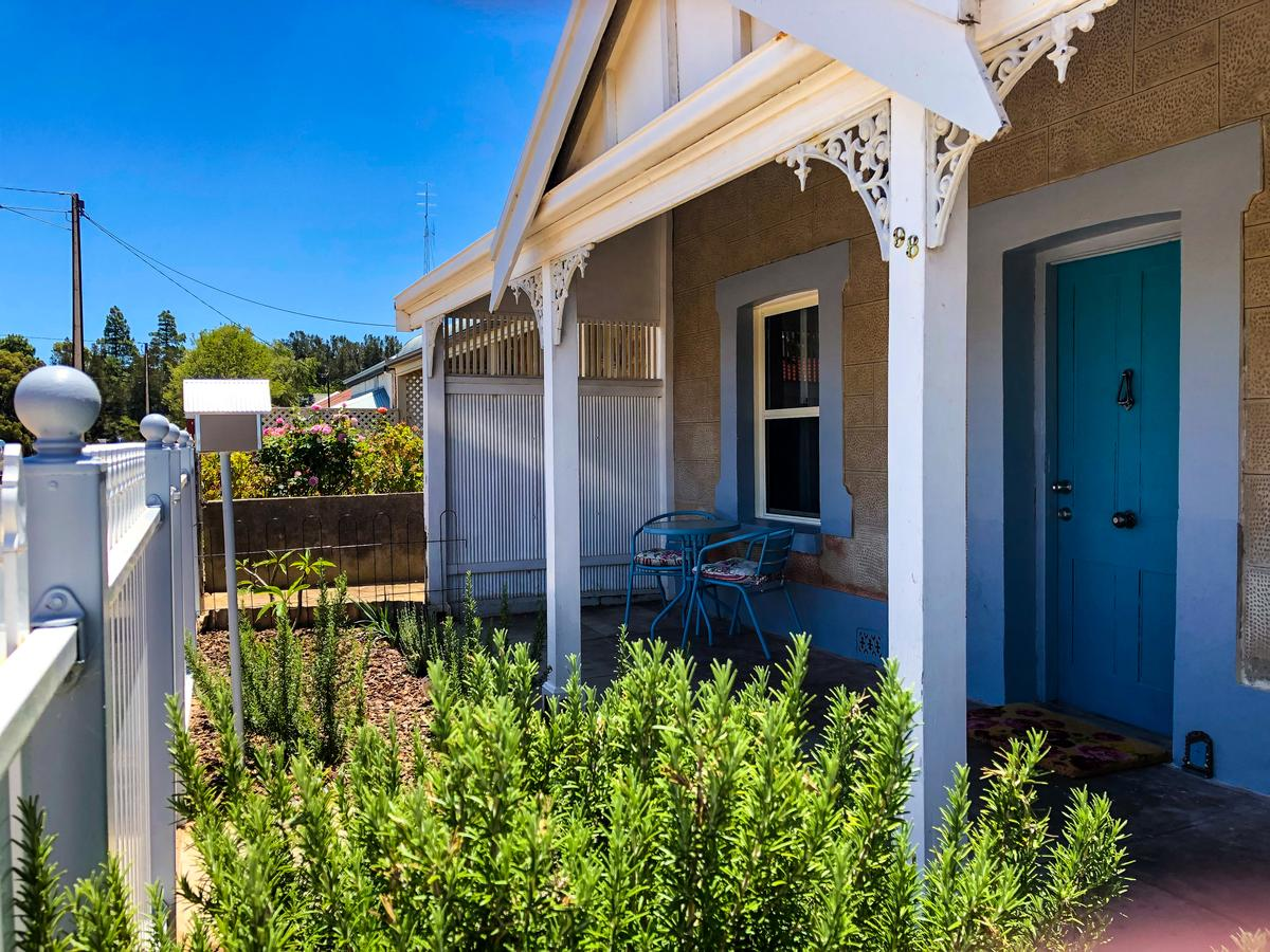 Inglenook Cottage - Accommodation Redcliffe