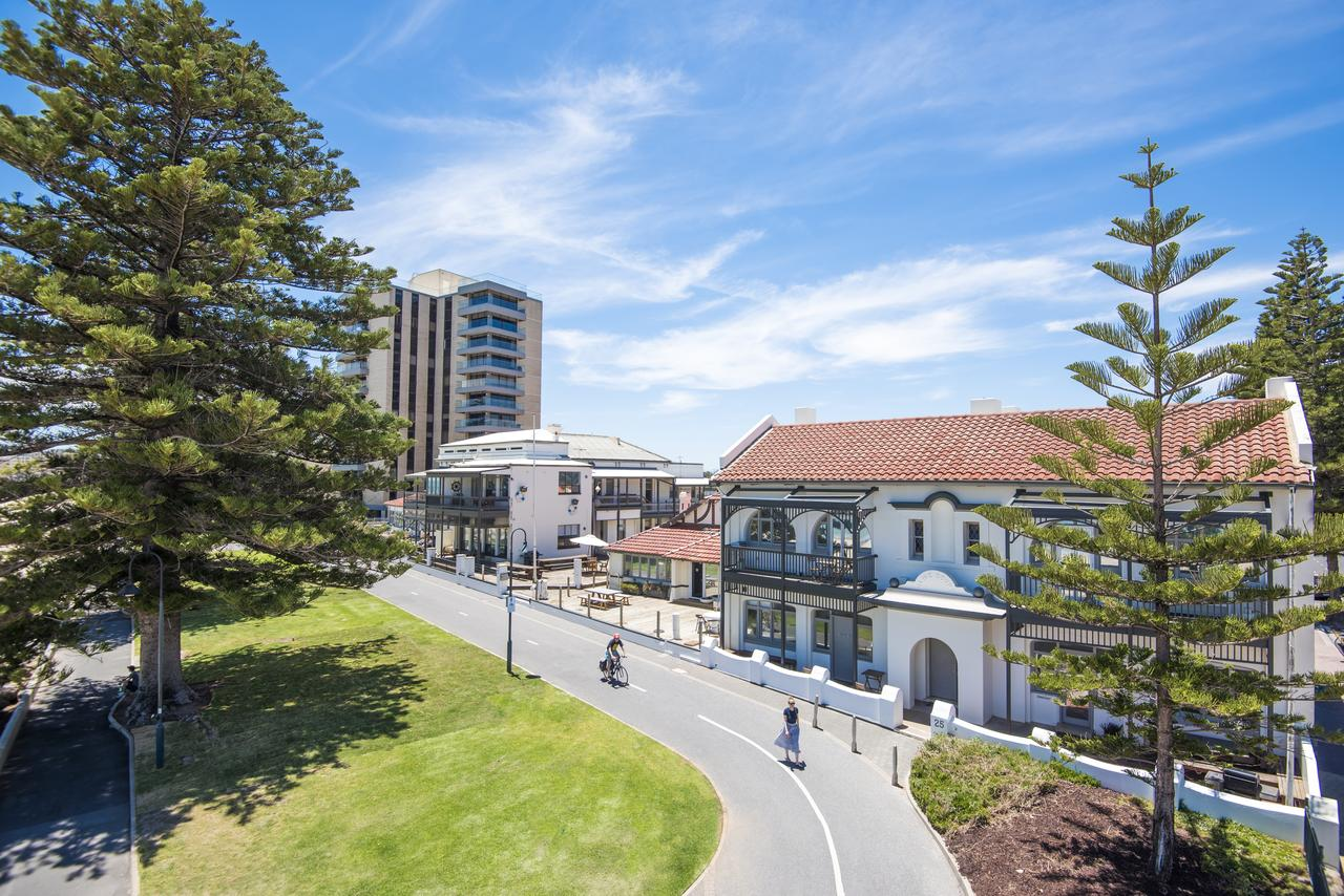 Seawall Apartments - Accommodation Redcliffe