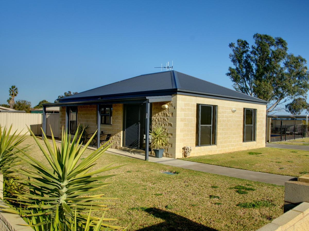 DBJ Holiday Units - Accommodation Redcliffe